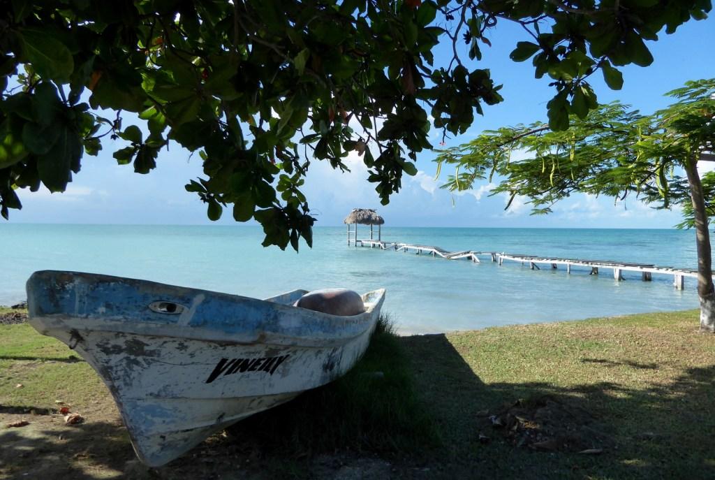 De tropische kust van Sarteneja.