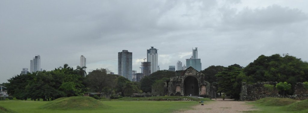Old vs New. Panama Viejo vs Panama City