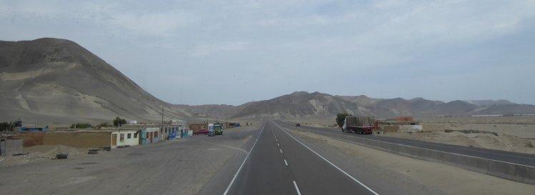 Woestijnstadje. Onderweg naar Trujillo