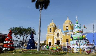Het 'mooiste' (kerst)plein in heel Zuid Amerika. Trujillo