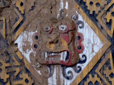 Goed bewaard gebleven onder al dat zand na 1500 jaar!! La Huaca de la Luna