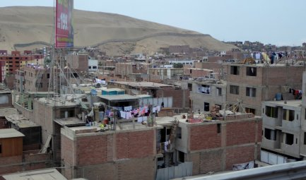 Stuccen doen ze niet aan hier in de buitenwijken van Lima.
