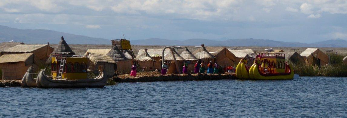 De drijvende eilandjes op Lago Titicaca oftewel Islas Uros.