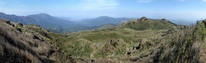 De grasheuvels van Yangmingshan NP.