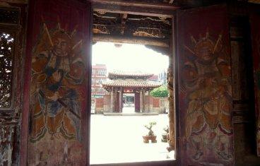 Mooi versierde deuren. Lungshan temple, Lukang