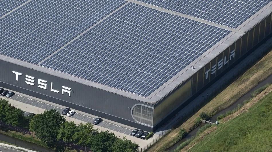 Tesla S Solar Roof Vs Traditional Solar Technology