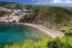 Der Strand Porto Pim auf der Azoren Insel Faial.