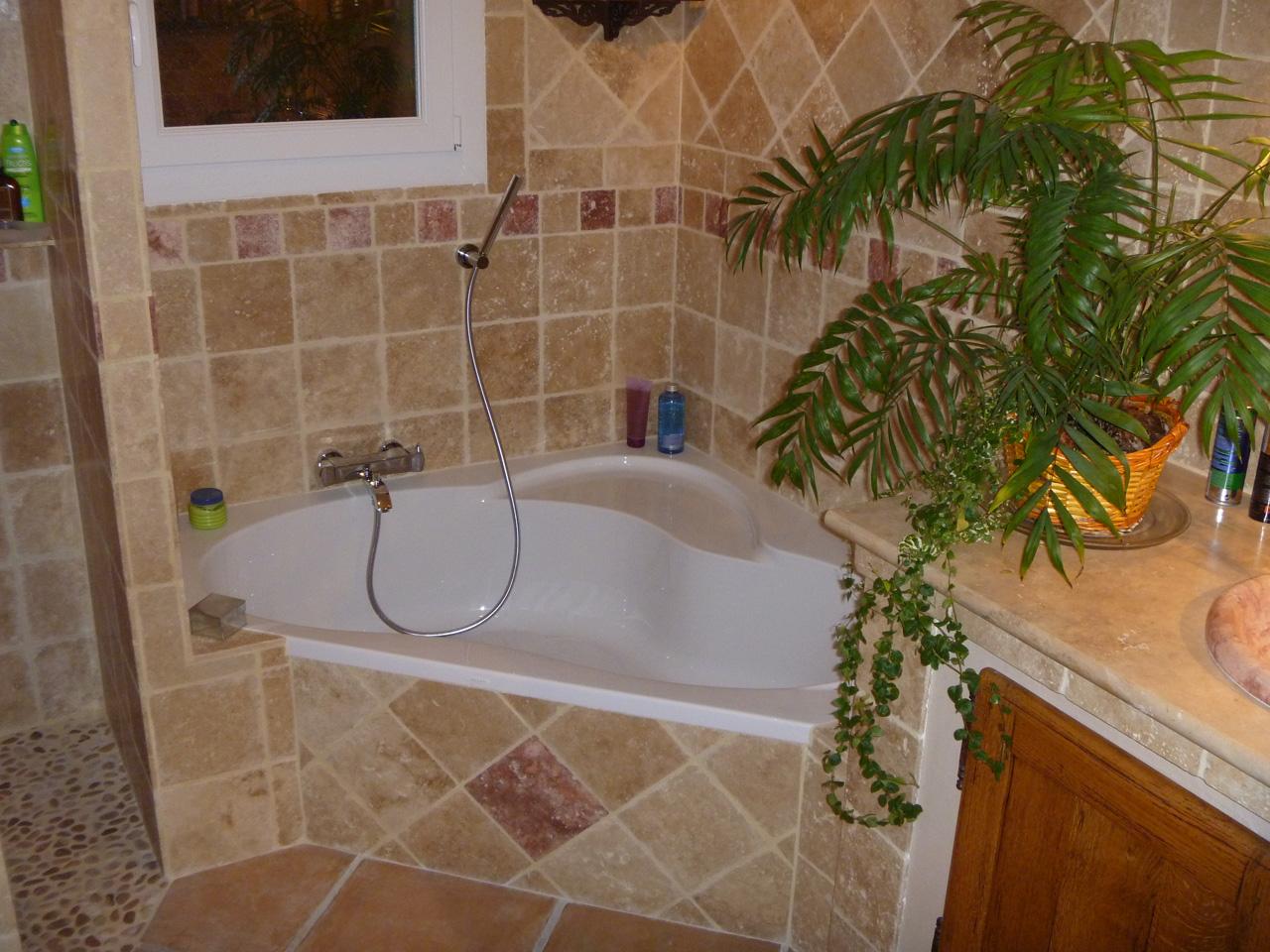 Nous fournissons instalons et ralisons labillage de vos WC suspendus  Azur Agencement