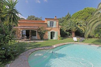 Villa Garennes Ferienhaus in Les Issambres Côte d'Azur Südfrankreich-Pool, Garten und Haus