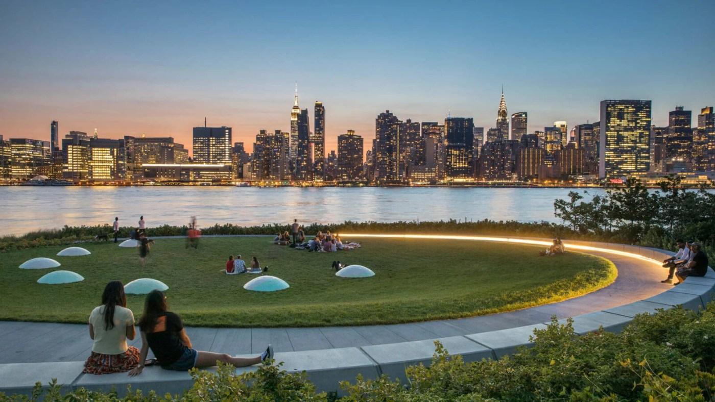 Hunter's Point South Park, resistente ao clima, em Nova York ...