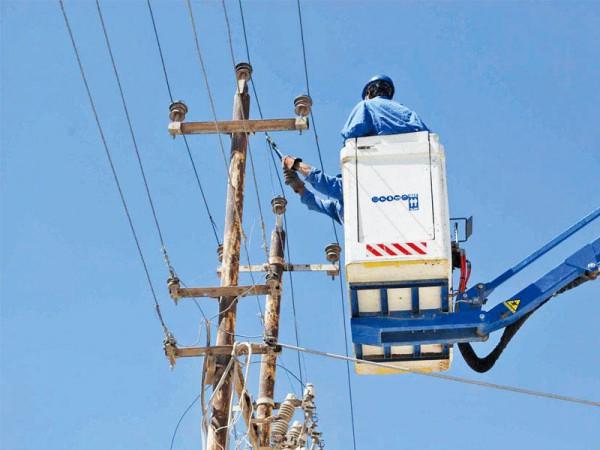 أعمال الصيانة المفاجئة تحرم الأهالي من الكهرباء Azzaman