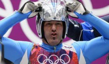 Armin Zoeggler si prepara alla discesa in una gara olimpica di Slittino