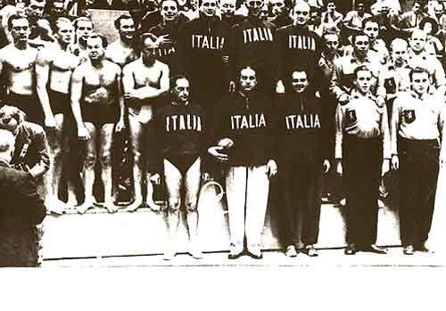 Il Settebello in posa per la foto della medaglia alle Olimpiadi di Londra 1948