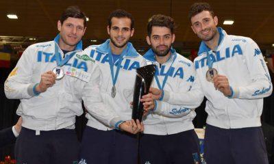 L'Italia della sciabola in posa mentre mostra i trofei conqustati