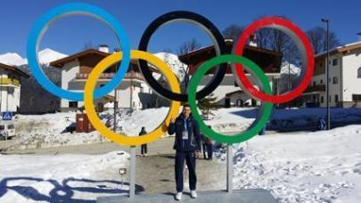 Maurizio Oioli sotto ai cinque cerchi delle Olimpiadi invernali di Sochi 2014 - skeleton italia