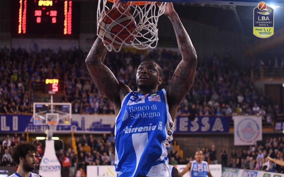 Basket Serie A1: Sassari ferma Brescia.