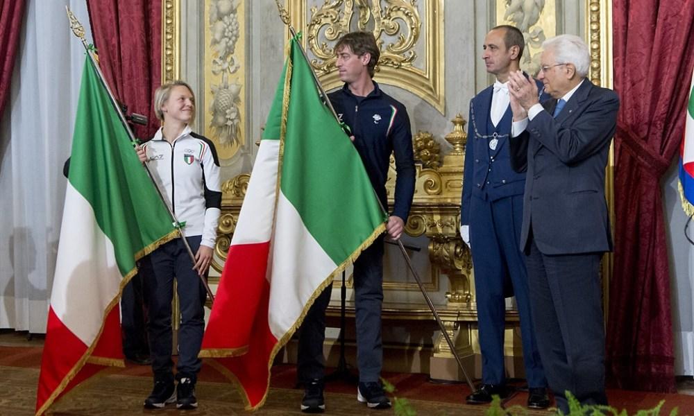 Mattarella consegna il Tricolore