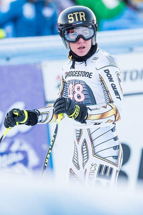 Olimpiadi invernali 2018, Super-G femminile: Ester Ledecka fa il miracolo e vince l'oro. Tra poche ore la ceca sarà impegnata anche nel gigante parallelo di snowboard. Potrebbe diventare la prima doppia-medagliata della storia in due sport diversi nella stessa edizione dei Giochi.