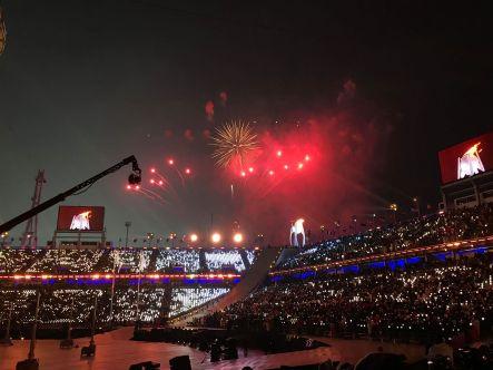 Olimpiadi invernali 2018: la cerimonia inaugurale e l'accensione della fiamma olimpica segnano l'inizio ufficiale della manifestazione.