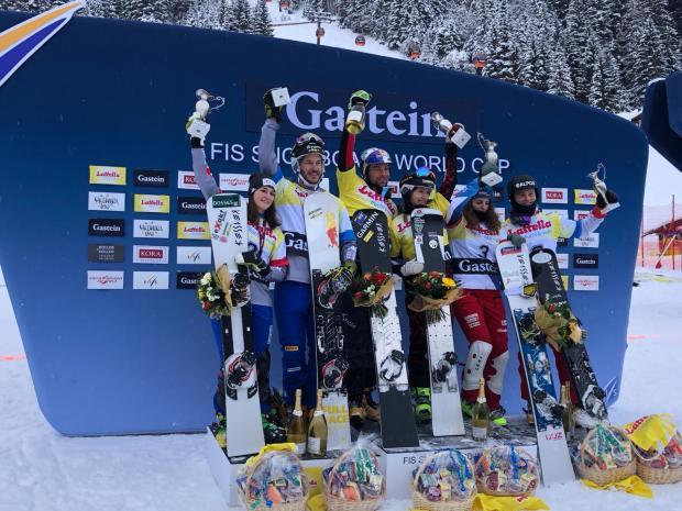 Il podio della prima tappa di Coppa del Mondo di snowboard parallelo a squadre 2019 a Bad Gastein, Austria.