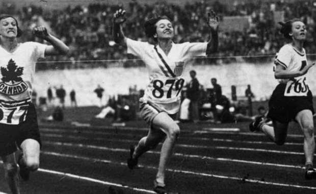In foto, l'oro Elizabeth Robinson ai Giochi olimpici di Amsterdam 1928