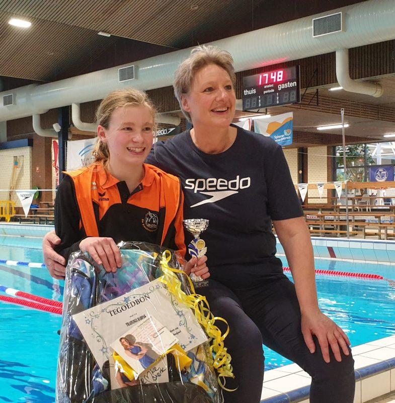 Tess Vonk wint Femke race