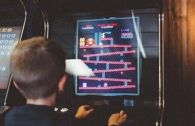 child-playing-arcade