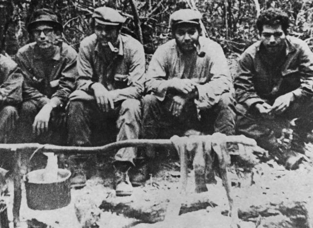 Če (drugi s leva) sa Gerilcima u bolivijskoj prašumi (Foto: Gettyimages)