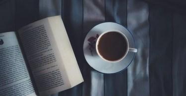 Libro y taza