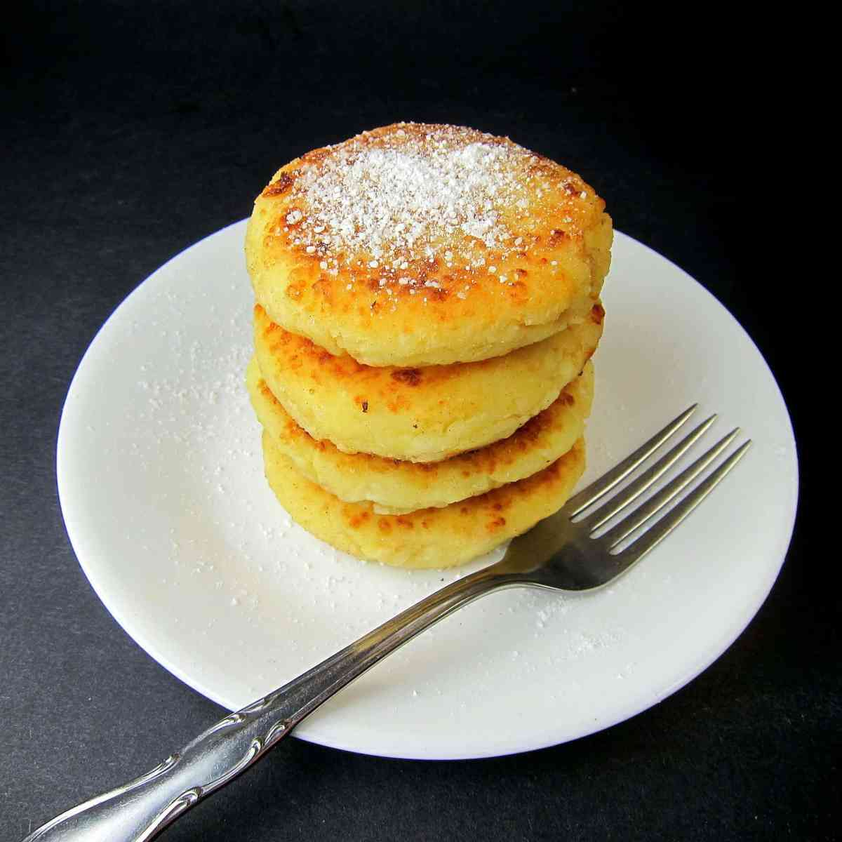 Syrniki (Russian Cheese Pancakes)