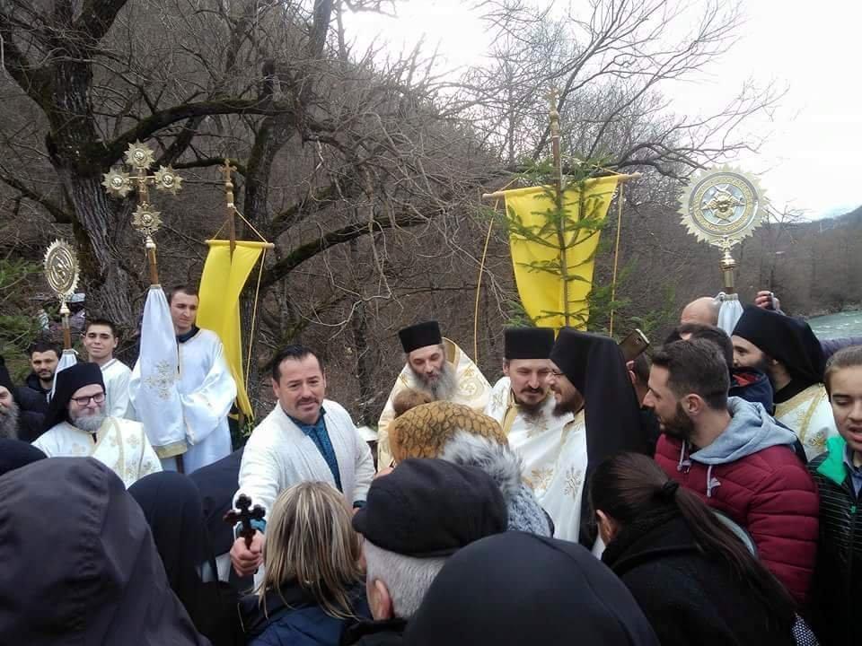Битолчанец го фати крстот на Радика кај Бигорски