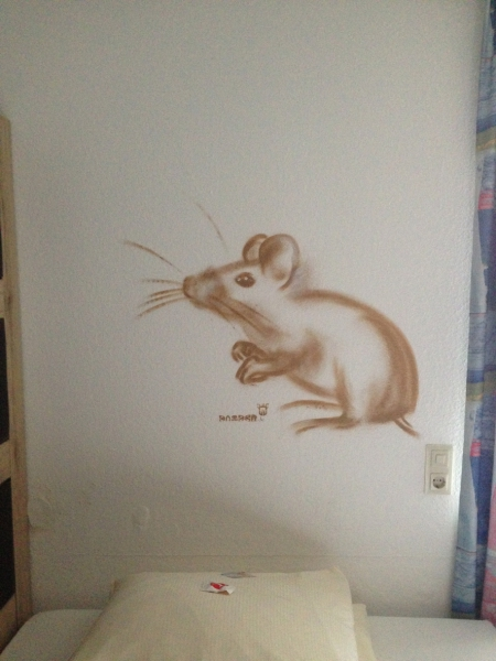Maus/Mouse. Michel & Friends Hotel Hodenhagen 2018. Gesprühte Illustration-jedes Zimmer mit individueller Gestaltung. Spraypainted illustration, every room with a customized topic.