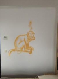 Saimiri. Strauß im Flur/Ostrich in the corridor. Michel & Friends Hotel Hodenhagen 2018. Gesprühte Illustration-jedes Zimmer mit individueller Gestaltung. Spraypainted illustration, every room with a customized topic.