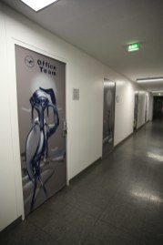 crane Kranich Lufthansa Office Terminal 1