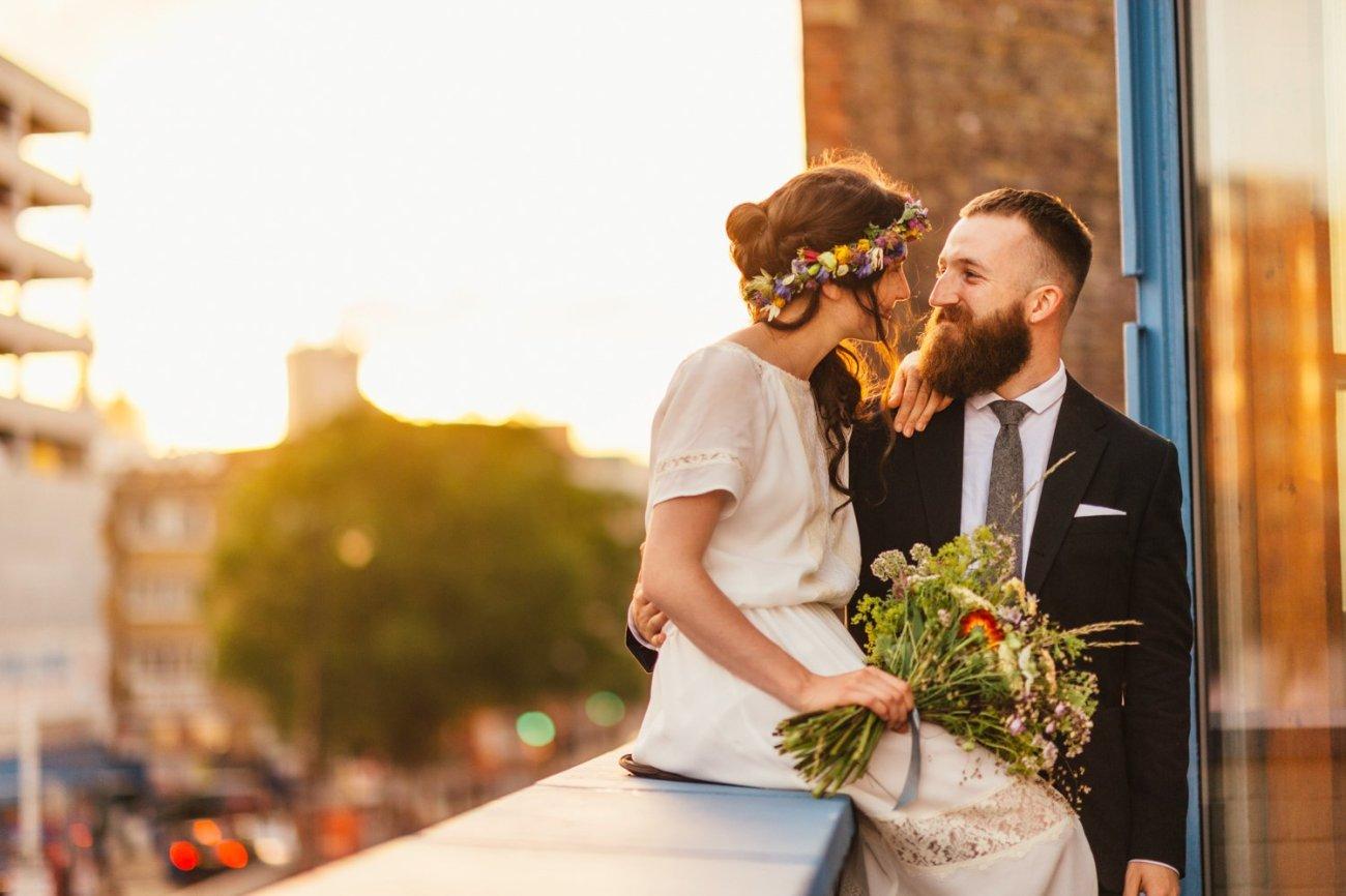 Shoreditch wedding couple with sunshine