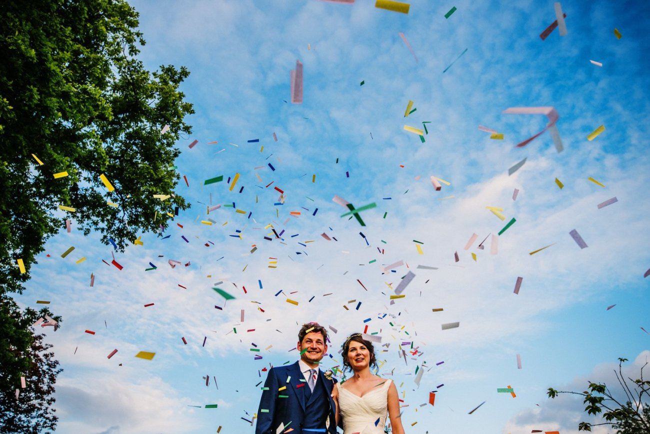 Bride and groom with confeti