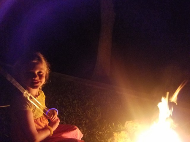 BabeInThePines.com & family make Smores at Caddo