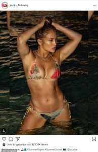 J'lo bikini photo