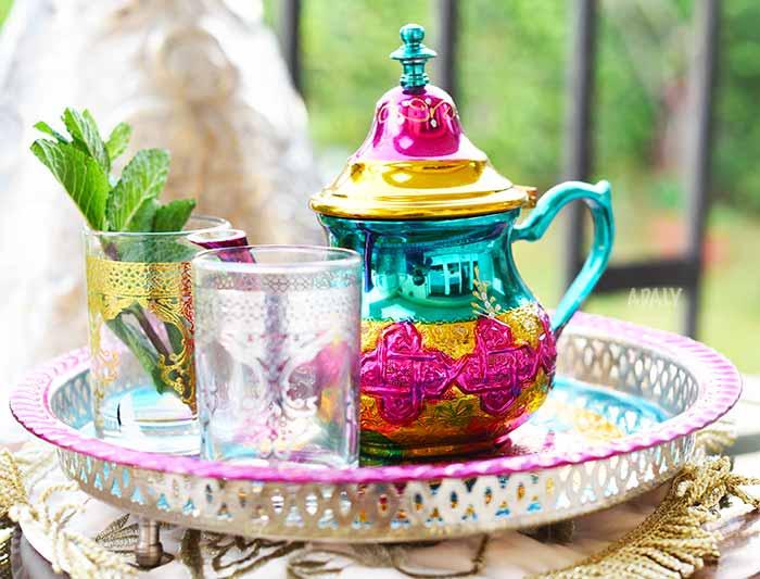 service a the marocain a la menthe colore
