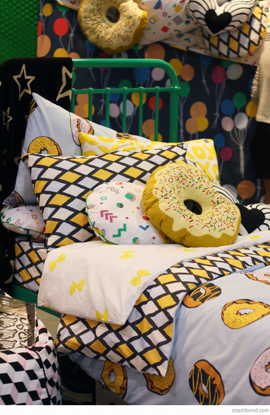 sack-me-donuts-bedding