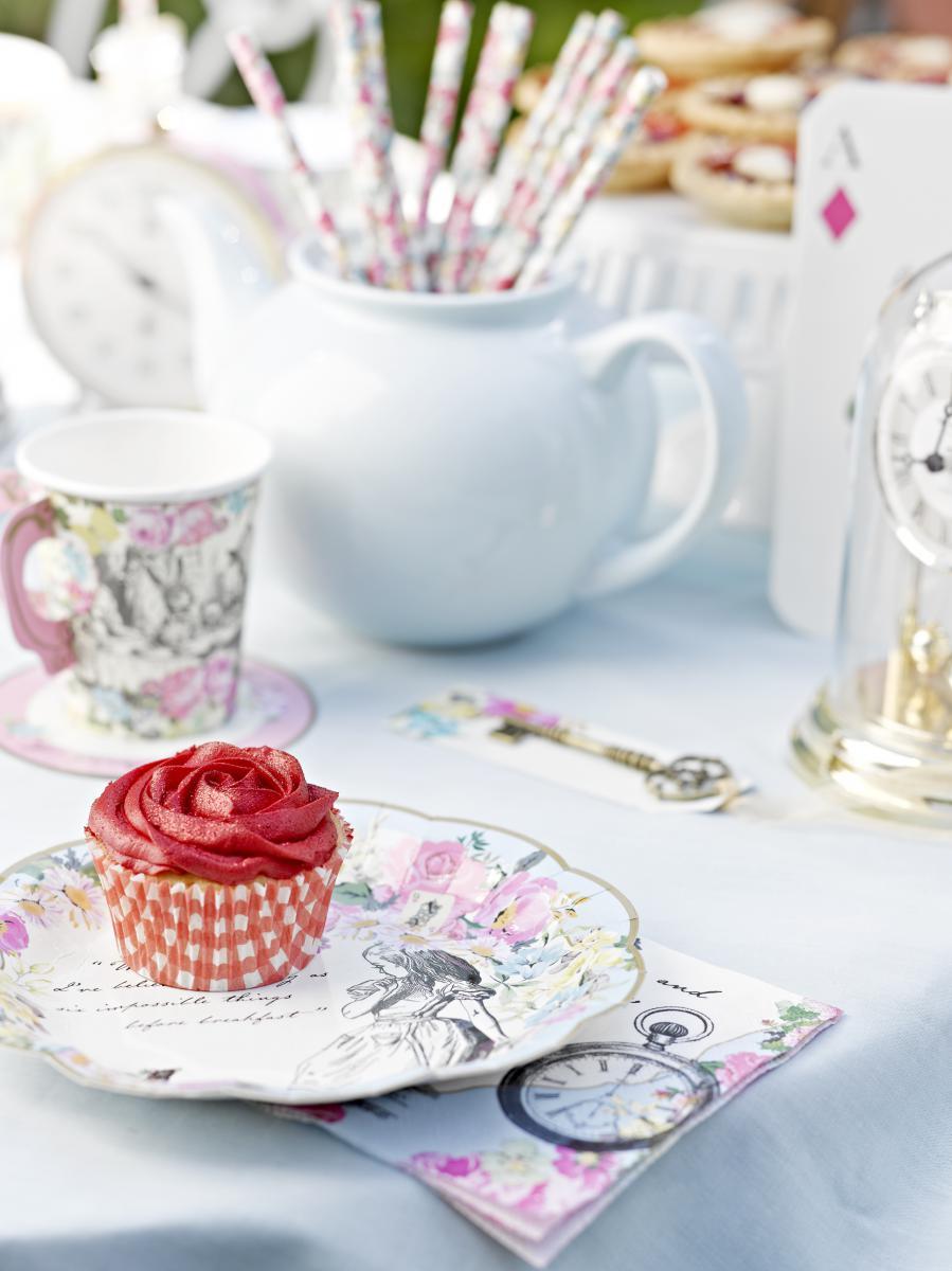 Mit Alice im Wunderland eine zuckerse Tea Party feiern