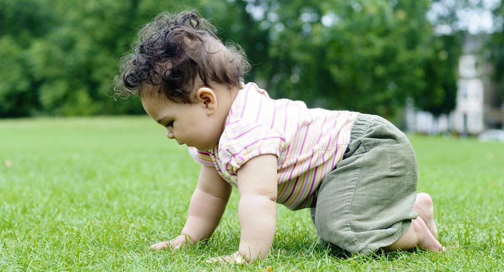 baby milestone crawling babycenter
