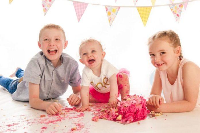 Inviti per il compleanno del bambino - l'etiquette - fratelli festa