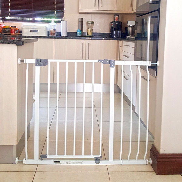 childproof-baby-gate-for-kitchen