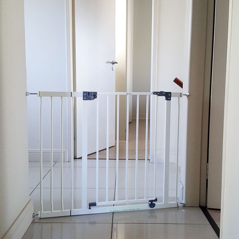 dreambaby-standard-gate-with-18cm-extension-and-y-spindle-adaptors