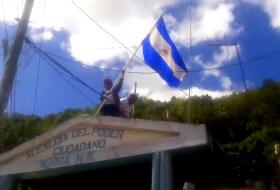 Alguien se atrevió a poner una bandera de Nicaragua en la Finca del Presi Daniel #descaro #abuso