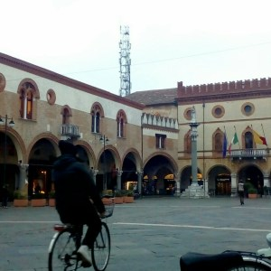 Ravenna-Piazza del Popolo- Performance8- Onico Giannetta