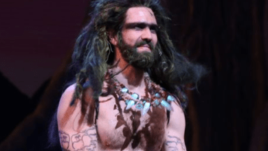 'Frozen' on Broadway Troll Actor PWNS Trump Troll During Curtain Call - Video