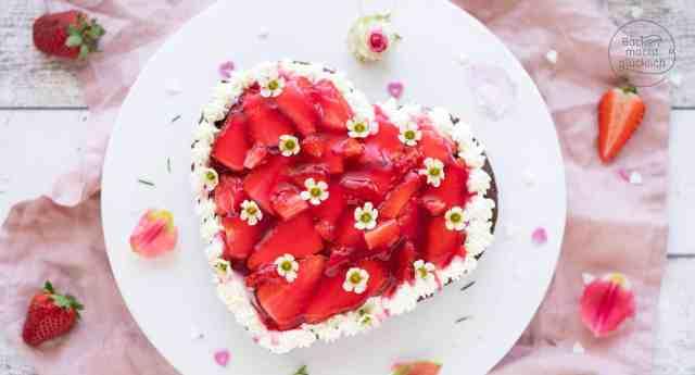 Erdbeer-Herz-Torte | Backen macht glücklich