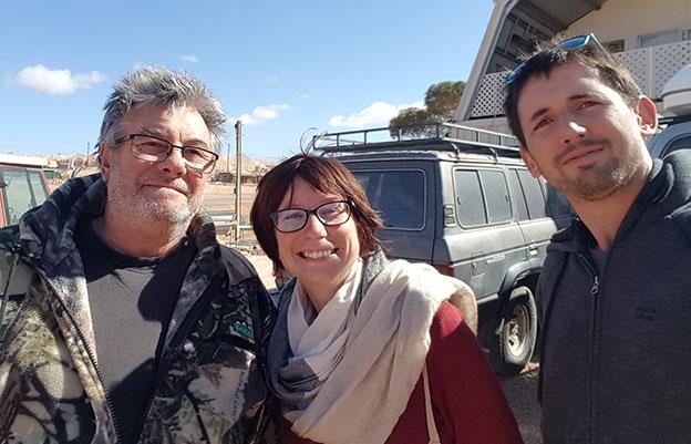 Rencontre avec Greg pendant notre recherche d'opales à Andamooka